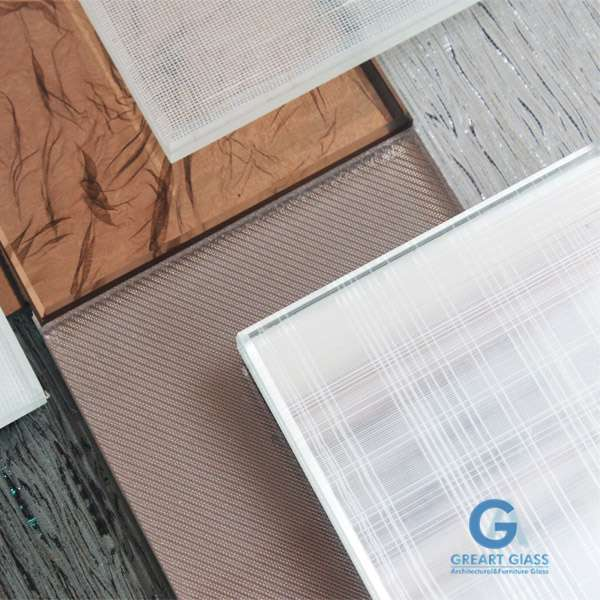 customize-laminated-glass-with-fabric-interlayer