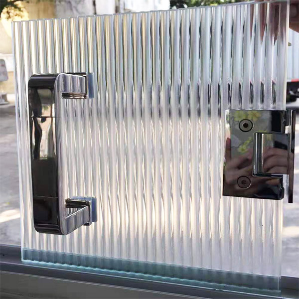 fluted-glass-door